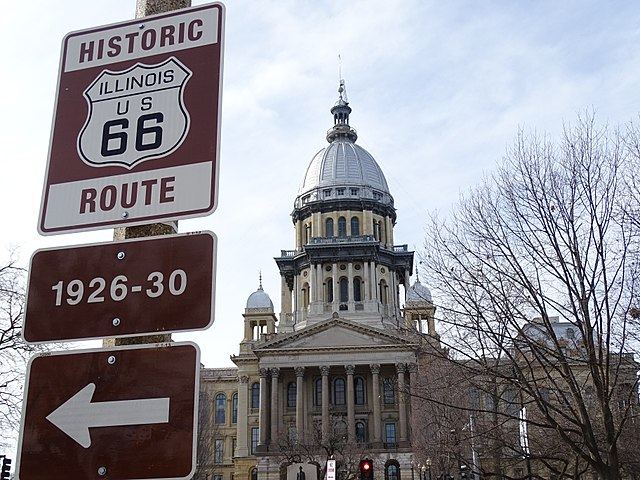 640px-State_Capitol_-_Springfield_-_Illinois_-_USA_-_01_(32090975183)